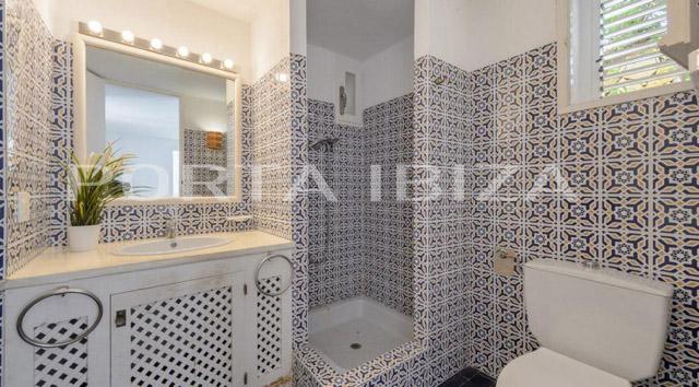 calo den real villa bathroom