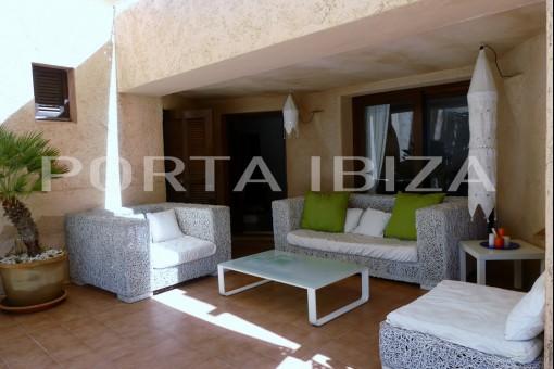 es cubells covered tarrace house