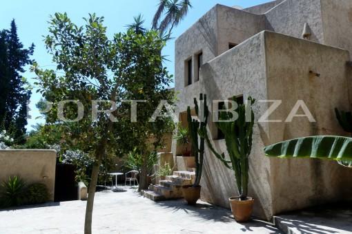 es cubells entrance house