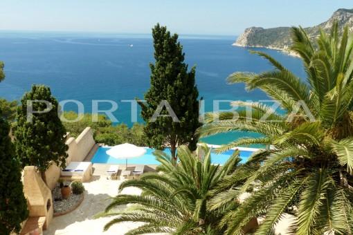 Fabelhaftes Reihenhaus im Mediterranen Stil in Es Cubells mit atemberaubenden Meerblick