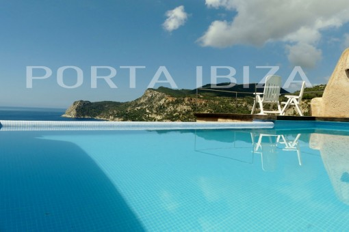 es cubells pool house