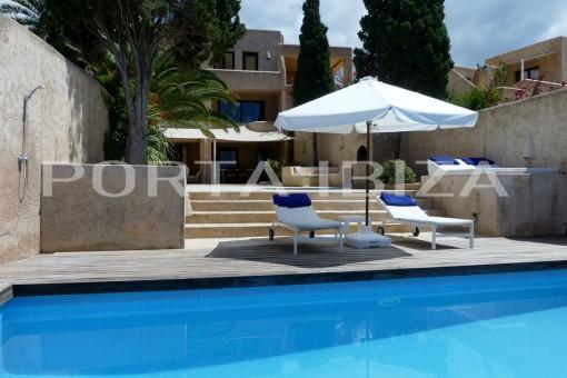 house es cubells terrace pool