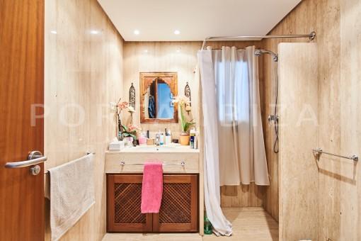 bathroom cala carbo apartment