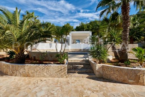 Renovierte hochwertige Villa mit Vermietungslizenz nahe Cala Tarida und Cala Moli