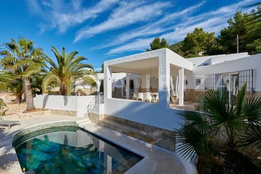 villa pool terrace