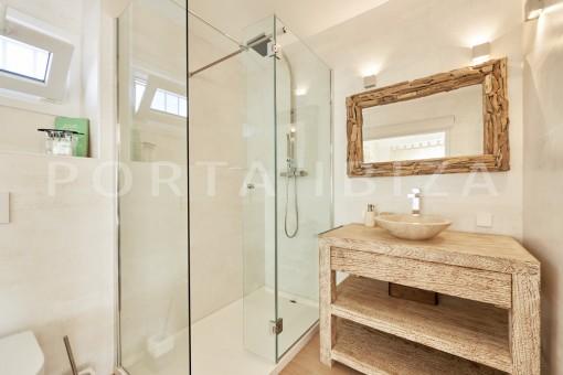 bathroom_ guesthouse