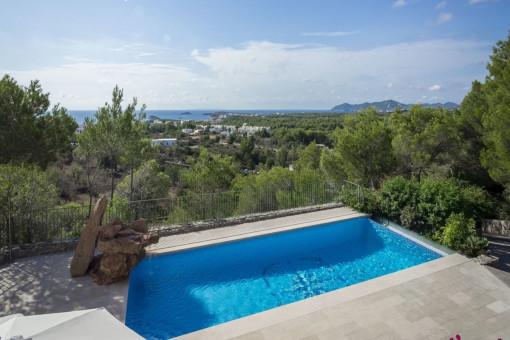 Höhergelegte Villa mit Ausblick und 5 Schlafzimmern in Cala Llenya
