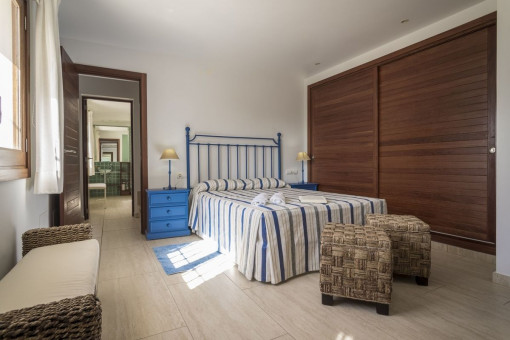 Großes Schlafzimmer mit Einbauschrank
