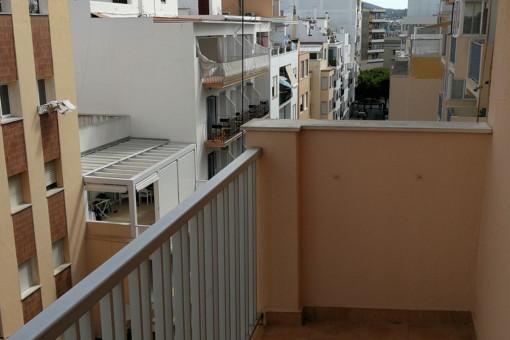 Kleiner Balkon der Wohnung