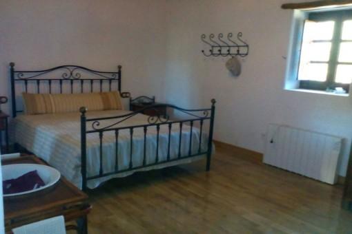 Geräumiges Doppelschlafzimmer
