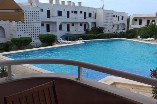Komfortable Wohnung mit Blick auf den Pool und das Meer in Sant Antoni