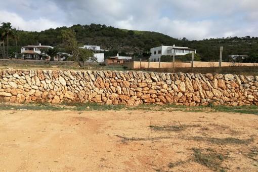 Schöne Natursteinmauer