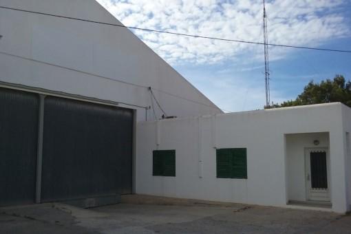 Große Industriehalle in Sant Antonio