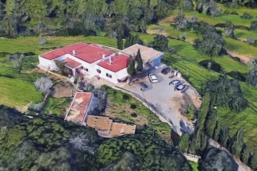 Finca mit Renovierungs Projekt und direktem Zugang zum Golfclub von Ibiza