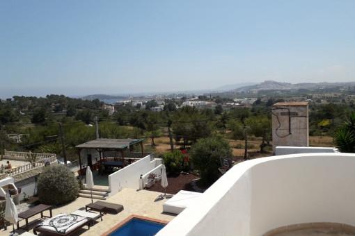 Prächtiges Chalet in Can Rimbau mit Blick auf die Burg Dalt Vila
