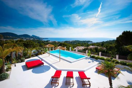 Geräumige Villa mit 6 Schlafzimmern und Meerblick in Cala Tarida - Sant Josep