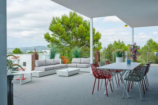 Großflächige Terrasse